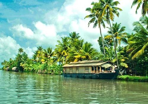 4 Nights Luxury Kerala Tourism Honeymoon Package