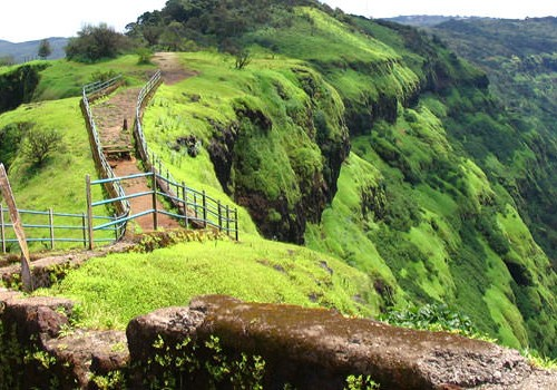 4 Days Mahabaleshwar Honeymoon Package