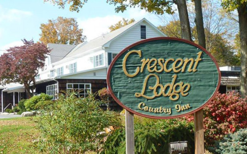 Crescent Lodge
