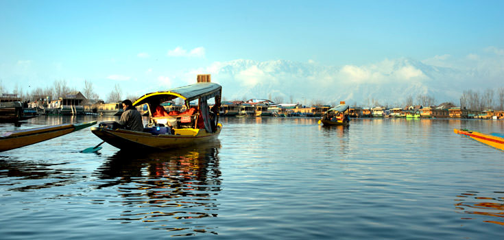 A Honeymoon Getaways to Kashmir 5 Nights Tour Package