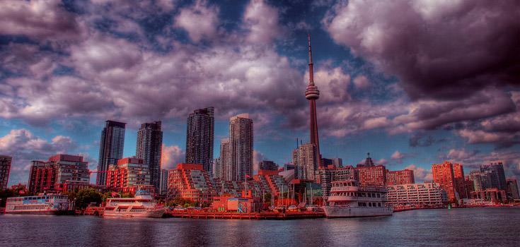 Discover Toronto and Niagara Falls Honeymoon Package