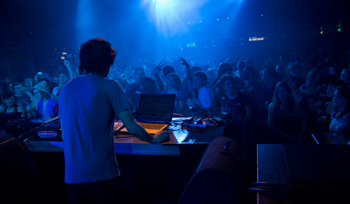 10 Cities Around the World Known For Buzzing Parties and Coolest Nightlife