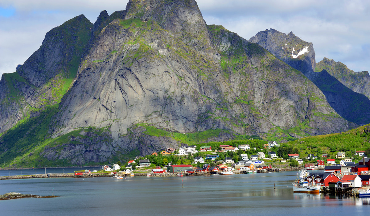 Hamnoy in Lofoten – The Most Breathtaking Fishing Village
