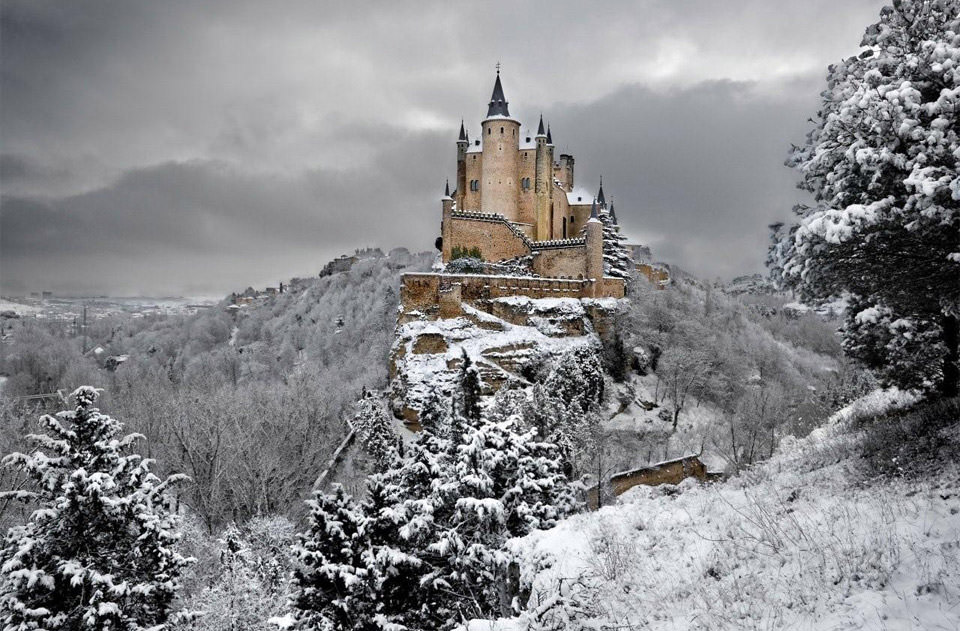 21 Most Amazing Castles Around the World